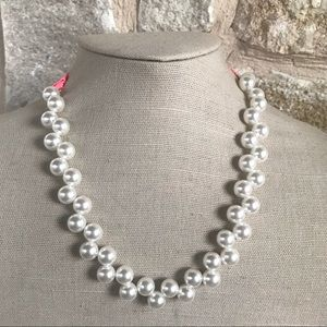 Jewelry - ❤️Gorgeous Faux Lustrous Pearl and Ribbon Necklace
